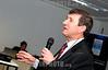 2012-04-17 EVENTO PROMOVIDO PELA ABIMAQ REGIONAL SAO JOSE DOS CAMPOS COM DUAS PALESTRAS ENFOCANDO AS LINHAS DE FINANCIAMENTOS PARA COMERCIALIZACAO DE MAQUINAS E EQUIPAMENTOS COM AS PALESTRAS DE GIZELLE REZENDE GERENTE DE FINANCIAMENTO E POSTO DE INFORMACOES ABIMAQ/BNDES E GILBERTO FIORAVANTE SUPERINTENDENTE DE NEGOCIOS E OPERACOES DA NOSSA CAIXA DESENVOLVIMENTO ( NA FOTO ) . O EVENTO ACONTECEU NO PARQUE TECNOLOGICO . PHOTOS LUCAS LACAZ RUIZ / A13 .