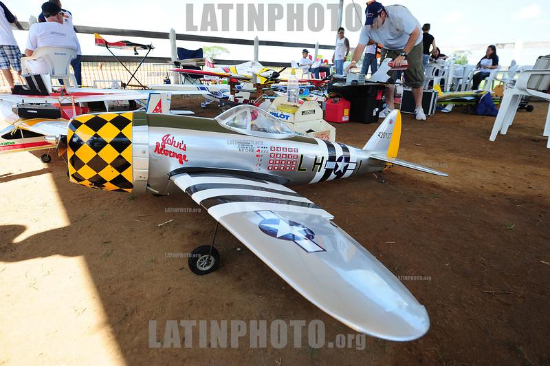 BRASIL 2012-04-01 PRIMEIRO ENCONTRO DE AEROMODELISMO EM PINDAMONHANGABA - SP REUNIU CENTENAS DE PESSOAS. O EVENTO FOI REALIZADO NO AEROCLUBE SANTOS DUMONT. / Brasilien: Aerodesign. Flugmodell. Modellflugzeug. © Lucas Lacaz Ruiz/LATINPHOTO.org