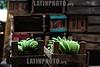 BRASIL 2012-03-30 MOVIMENTO NO CEASA DE SAO JOSE DOS CAMPOS. Mercado Municipal. / Mercado Central. Platano. Bananas. / Market hall Sao Jose dos Campos. / Brasilien: Markthalle in Sao Jose dos Campos. Bananen. © Lucas Lacaz Ruiz/LATINPHOTO.org