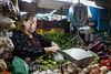 Venezuela : Mercado Municipal de San Martin / San Martin Municipal Market in Caracas / Venezuela : Zentralmarkt in Caracas - Früchte und Gemüse - Markt - Versorgung - Waage © Alexander Sánchez/LATINPHOTO.org