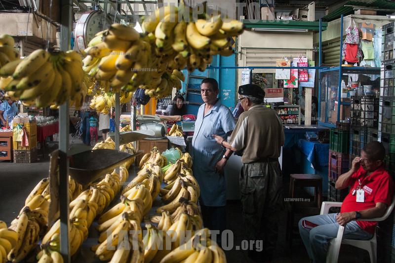 Venezuela : Platanos en el Mercado Municipal de San Martin / San Martin Municipal Market in Caracas / Venezuela : Zentralmarkt in Caracas - Marktstand mit Bananen - Markt - Versorgung © Alexander Sánchez/LATINPHOTO.org