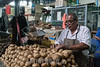 Venezuela : Vendedor de patatas en el Mercado Municipal de San Martin / San Martin Municipal Market in Caracas / Venezuela : Zentralmarkt in Caracas -  Markt - Versorgung - Kartoffeln © Alexander Sánchez/LATINPHOTO.org