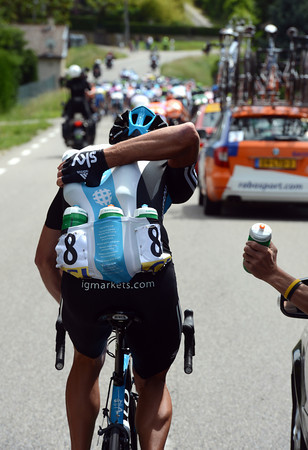 Siutsou isn't just a hard worker for Team Sky - he's also double-jointed with plenty of flex in his arms..!