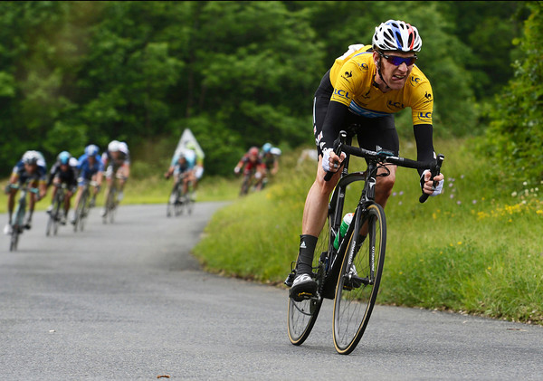 Bradley Wiggins makes a crazy descent on the next climb, taking himself across to the Evans group and nullifying the dangerous move...