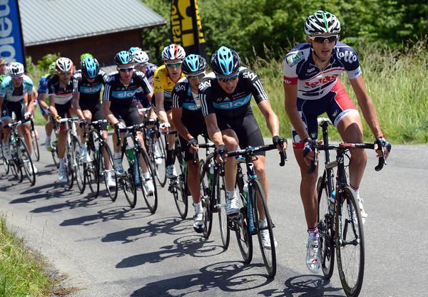 Jelle Vanendert has taken over the chasing from Sky - he wants to help teamate Van den Broeck get on the final podium...
