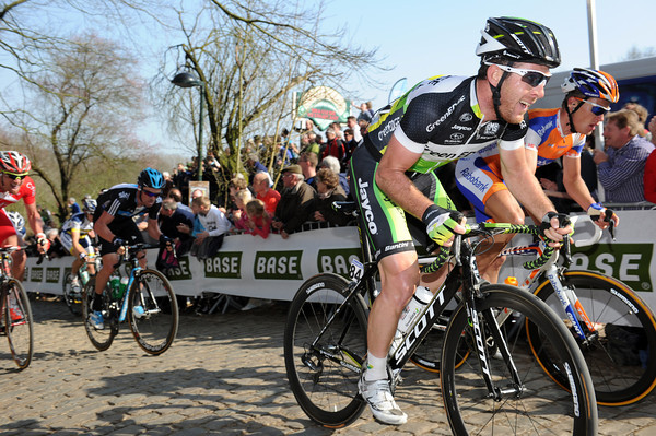 Matthew Goss is near the front of the peloton as the pursuit gets harder on the Kemmelberg...