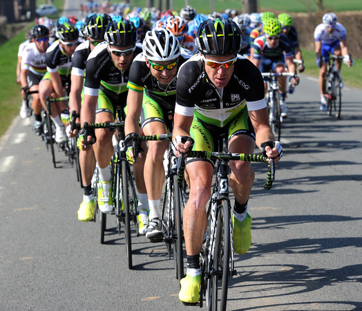 O'Grady has accelerated again, indeed his whole team are on the front into some crosswinds...