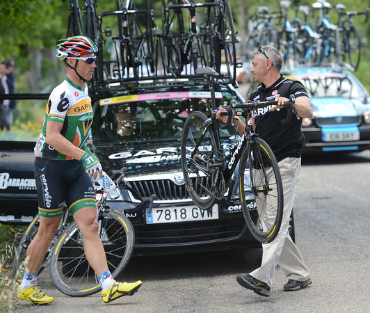 South African champion Robbie Hunter makes a quick bike-change...