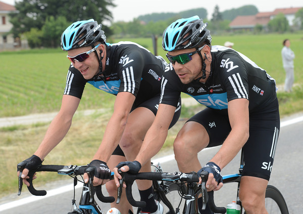 After working for Cavendish's win yesterday, Ian Stannard and Jeremy Hunt are officially on a day off today..!