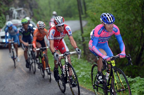 Italy's Cunego continues to do all the chasing in a group made up of Spaniards, Spanish teams, or Spanish-speaking cyclists...