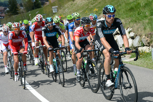 Surprisingly, Bernhard Eisel and Mark Cavendish are leading the chase for Team Sky..!