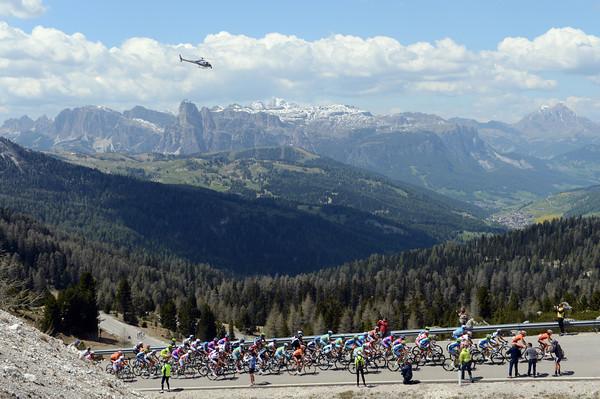 The Euskatel-led peloton reaches the summit of the Valparola about three minutes down on the escape...