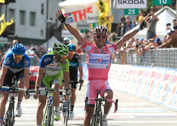 Joachim Rodriguez wins stage seventeen into Cortina - what a day for the Maglia Rosa..!