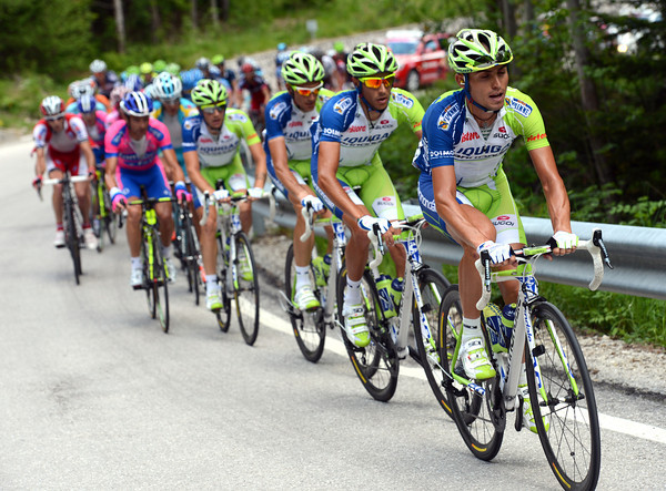Liquigas now shows itself on the Passo Duran - they'll get within one-minute of the escape by the top...