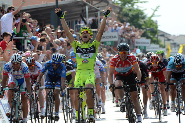 Andrea Guardini wins stage eighteen and ruins Cavendish's day! The stage has averaged almost 50-kilometres-per-hour - almost a record in the Giro..!