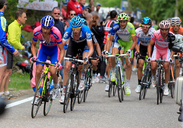 Scarpioni makes an attack with four-kilometres to go, with him and Hesjedal opening a tiny gap on their rivals...