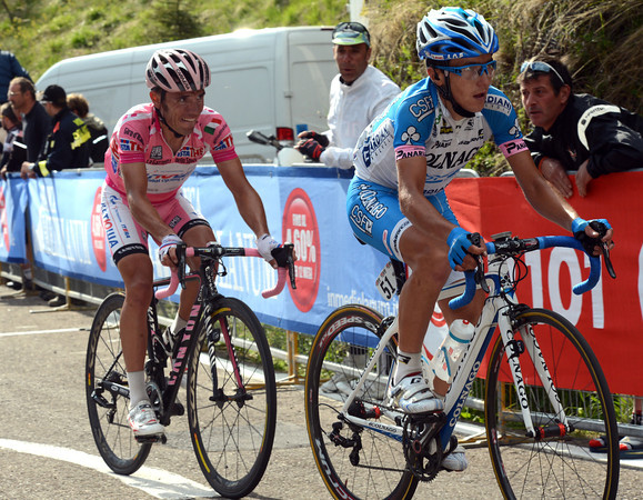 Pozzovivo has a weakening Maglia Rosa following him in pursuit...