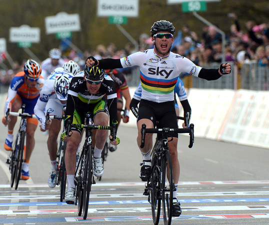 Mark Cavendish wins stage two of the Giro d'Italia...