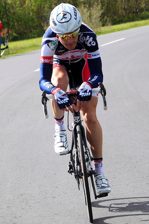 Lars Bak has escaped alone with 35-kilometres left - he won't be caught for 20-kilometres..!