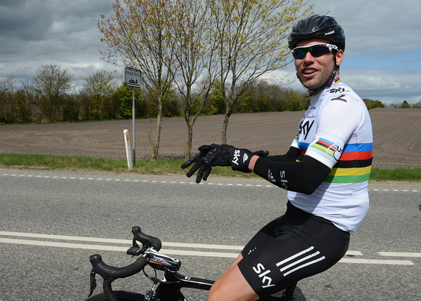 """I'm not going soft"", says Mark Cavendish as the freezing wind forces him to don gloves..."