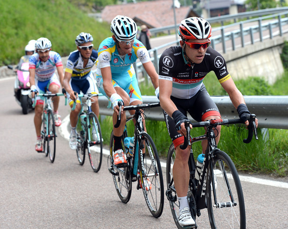 Oliver Zaugg is trying to escape with Roman Kreuziger and two others...