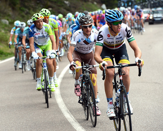 Navardauskas leads the peloton in pursuit, although Garmin has Vande Velde in the big escape...
