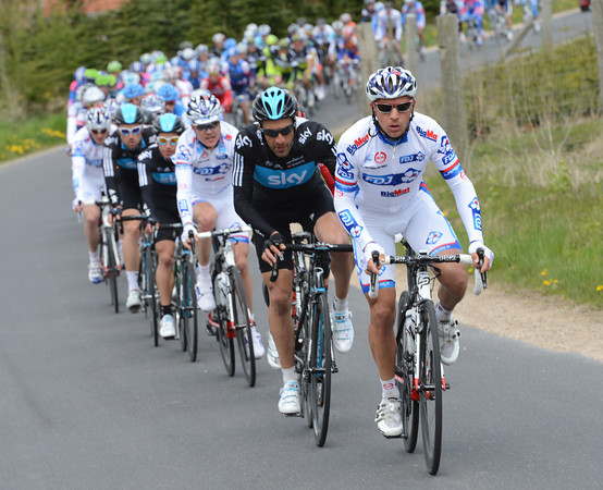 FDJ has opted to chase as well now, but is it for Mr Demare or Mr Soupe..?