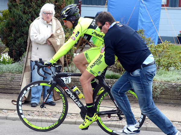 Filipo Pozzato has to stop to make a wheel-change...