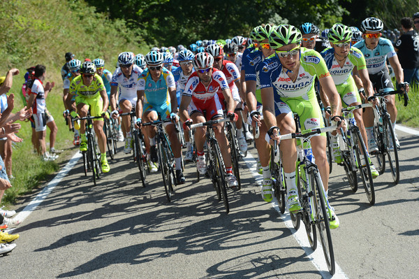 Liquigas show thermselves for the first time, chasing De Marchi down...