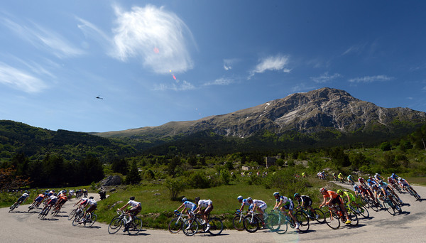 The peloton on stage seven of the 2012 Giro d'Italia