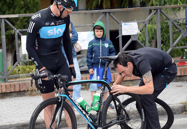 Sky's mechanic is already working for Ian Stannard in the neutralised zone...