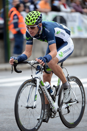 Rui Costa has attacked on the descent to Lake Lecco - he'll be the first to arrive on the final climb...