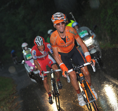 Gorka Verdugo has attacked and leads the race on the last climb...
