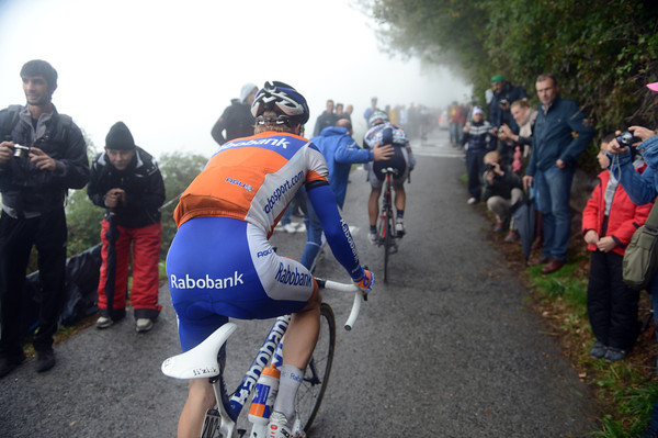The stragglers are in need of a push or more on the Sormano wall...