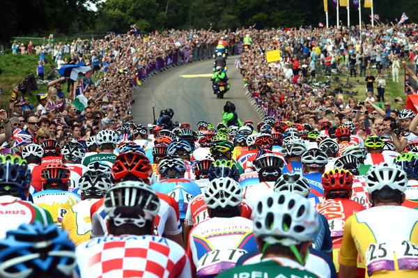 Wow - the peloton faces a public lining Richmond Park in their tens of thousands..!