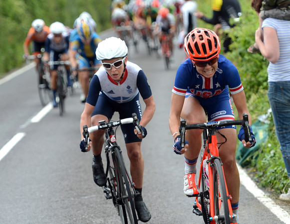Evelyn Stevens now attacks, but Pooley is with her right away...