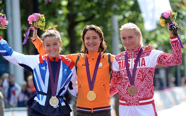 Marianne Vos poses with Lizzie Armitstead and Olga Zabelinskaya in London