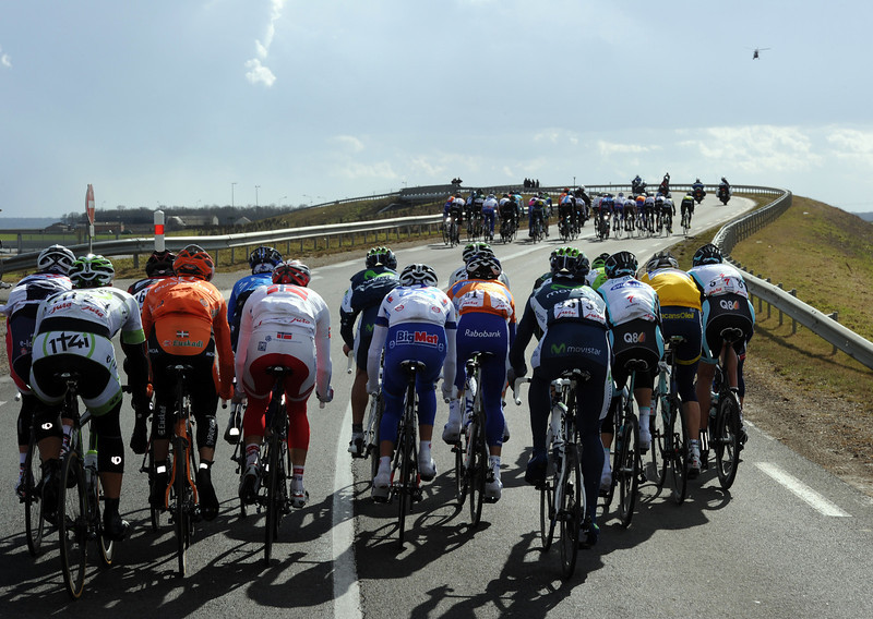 The yellow jersey of Larsson is seen in a group just behind Wiggins - but that's as close as he'll get..!