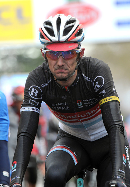 """Frank Schleck arrives in Larsson's group, 2'20"""" down - brother Andy will lose eleven minutes..!"""