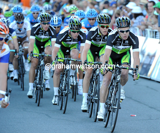 Stuart O'Grady leads Green Edge to the front, but it's not so easy..!