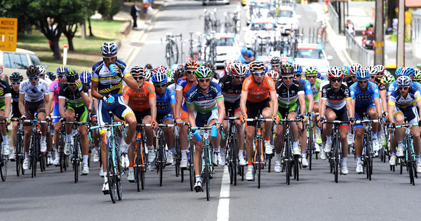 The peloton shows no interest at all - despite the fact that Kohler is taking bonus seconds along the way...