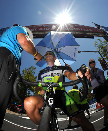 Robbie McEwen addresses the crowd before the start of his last-ever bike race in Australia...