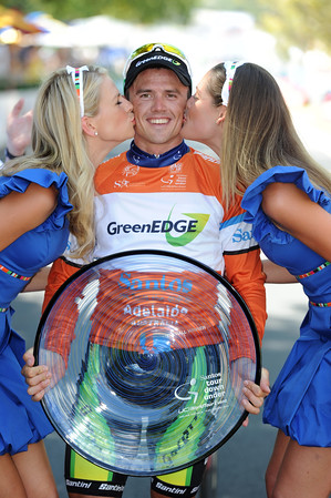Simon Gerrans makes a special podium appearance for the benefit of 'live' TV...