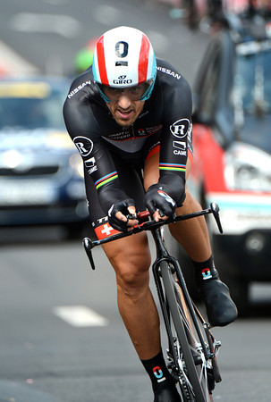 Fabian Cancellara won the Prologue, eight years after winning it in 2004..!