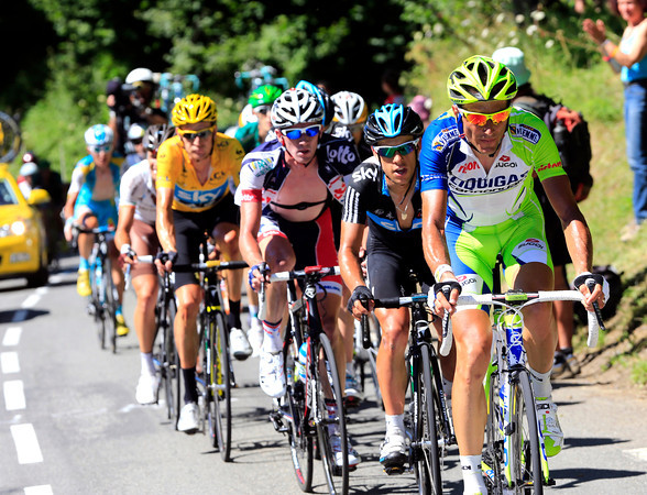 Ivan Basso leads some Sky riders on the Peyresourde, he's setting up an attack for Nibali now...