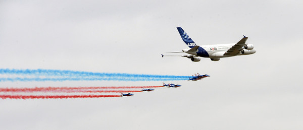 Happy days - an A380 Airbus and French air-force jets take off from Blagnac-Toulouse to salute the Tour de France...