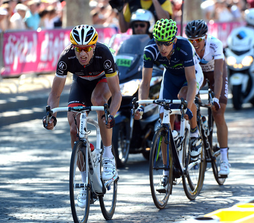 Jens Voigt leads Rui Costa on the last lap - but they'll soon be caught by Sky...