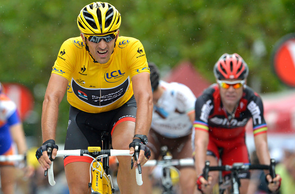 Cancellara is right behind Boasson Hagen - and he keeps his Yellow Jersey for another day...