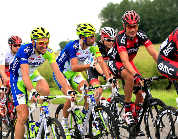 Ivan Basso, Vincenzo Nibali and Manuel Quinziato make the most of this un-official day off...