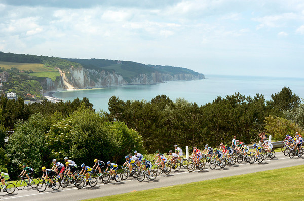 The peloton climbs above the cliffs of the Normandie coastline...